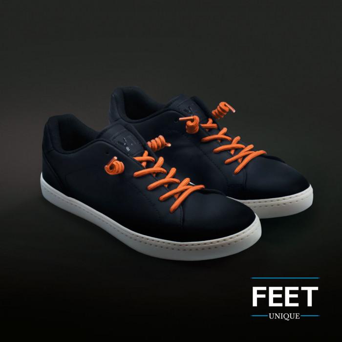 Oranje gekrulde schoenveters