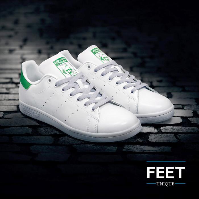 Platte lichtgrijze schoenveters